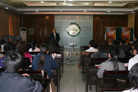 塔里木大学欢迎四川金圣化工集团前来洽谈合作事宜
